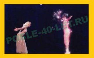 Кристина Агилера спела с голограммой Уитни Хьюстон